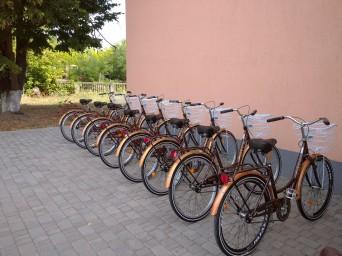 Соціальні робітники Красноріченського отримали велосипеди завдяки ООН